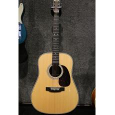 Martin HD28 acoustic guitar replica nice workmanship